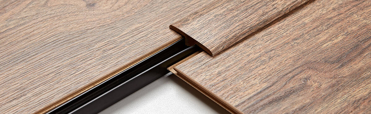 Matching accessories for your laminate: SWISS KRONO offers a range of multifunctional flooring underlays and skirting boards